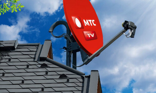 Компания МТС сделала рекламу спутникового телевидения с парашютистами