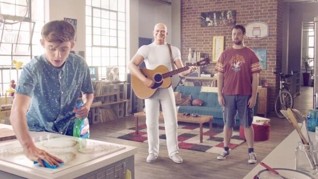 Мистер Пропер взял в руки гитару