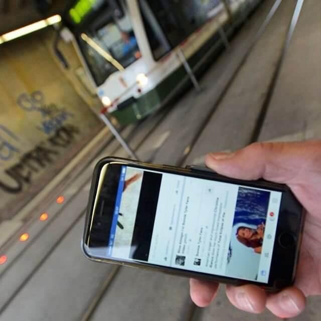 В Нидерландах появились светофоры для «гаджетозависимых»