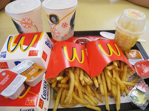 «Макдональдс» предлагает пообедать всего за 146 рублей