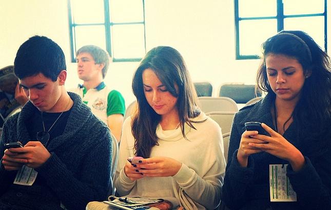 По заявлению ученых, смартфоны разгружают мозг, но ухудшают память