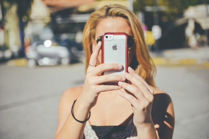 На Гавайях запретили «втыкать» в смартфон при переходе улицы