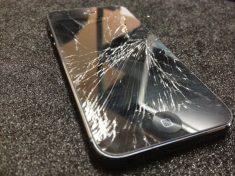 Apple предлагает своим клиентам заменить разбитый iPhone на новый