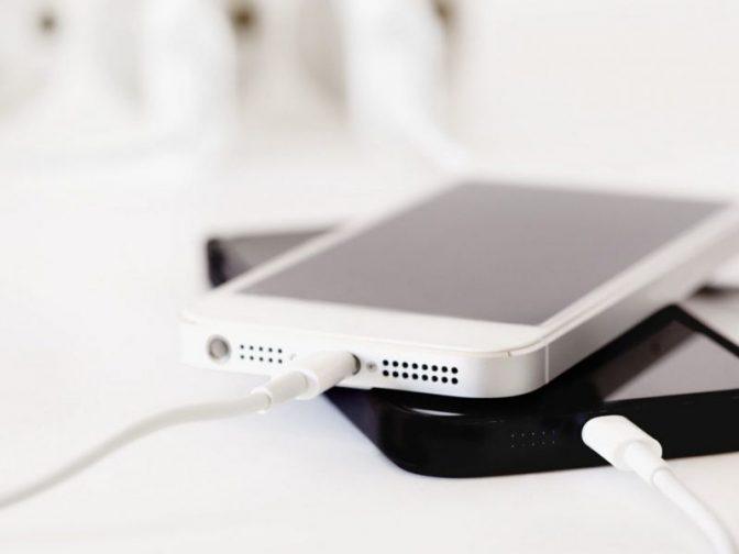 Можно ли засыпать, оставив свой айфон заряжаться?