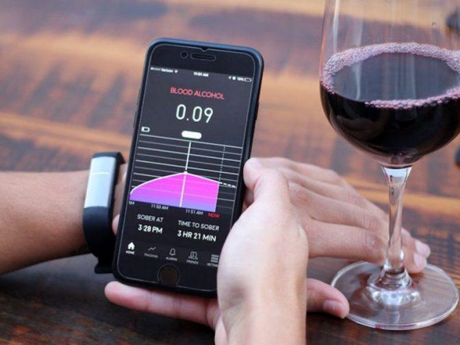 Компания Samsung запатентовала новое техническое дополнение для смартфонов — алкотестер