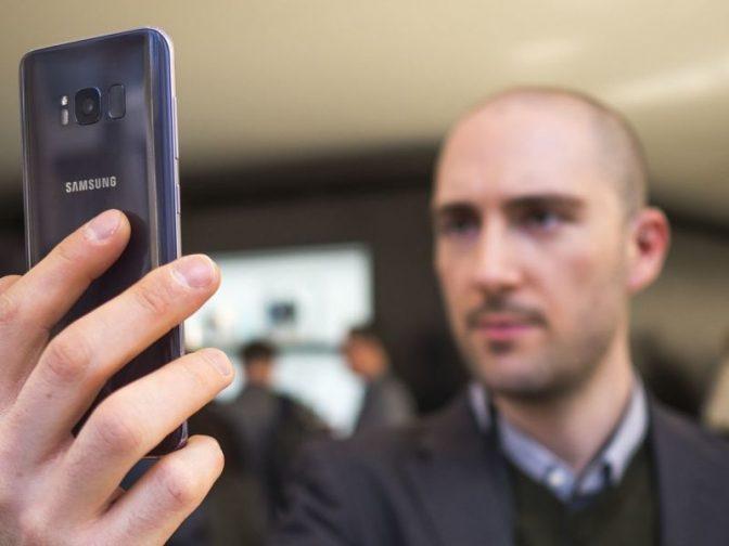 Новый айфон «узнает» хозяина в лицо